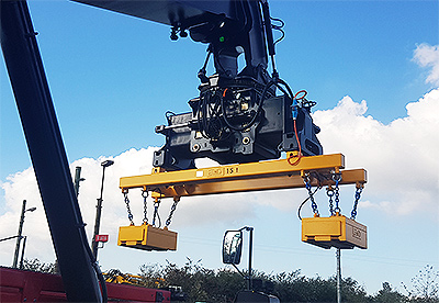 Traverse with load liftings system at a Reachstacker